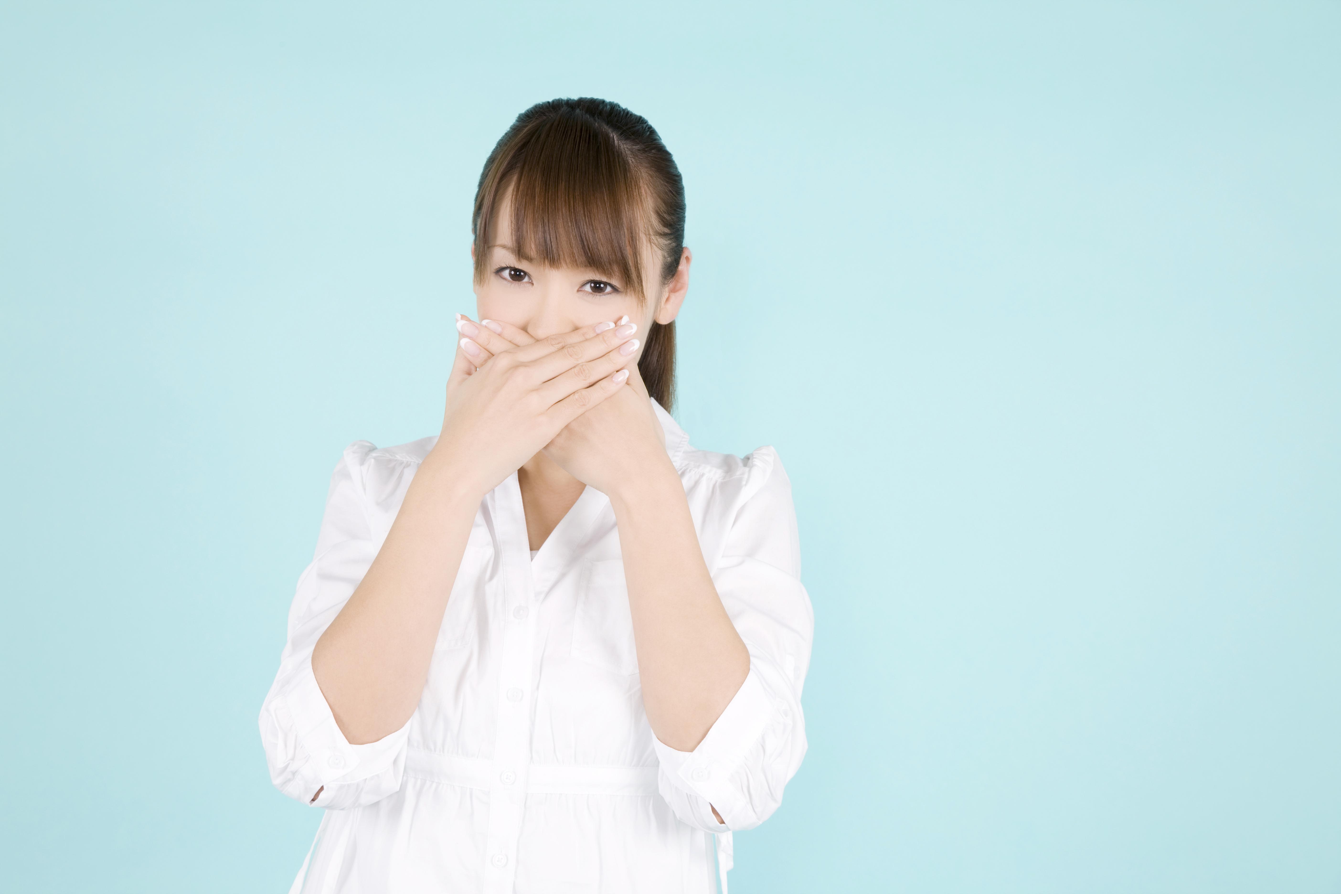 マスク着用時のにおいの原因は口臭?マスク生活で口臭が気になる方へ!口臭の原因と予防・対策方法
